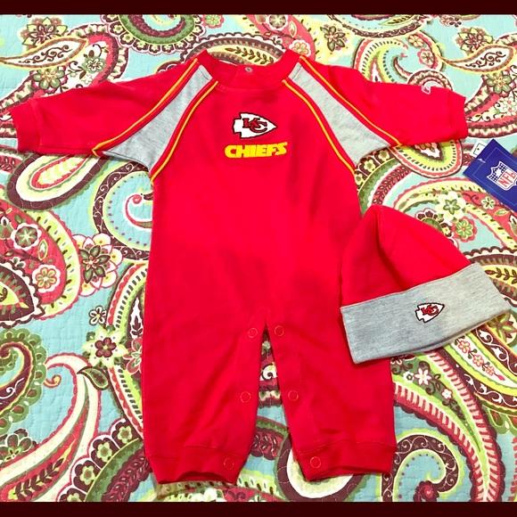 c708e1c5 KC Chiefs Infant Jumper with Hat NWT
